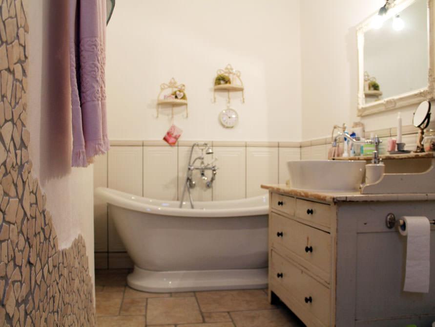 Kleines Badezimmer Mit Der Freistehenden Badewanne Worcester