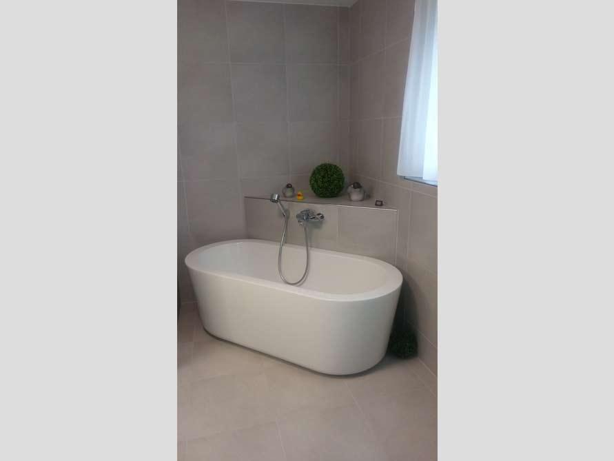 Badezimmer Idee mit der freistehenden Badewanne Almeria 168