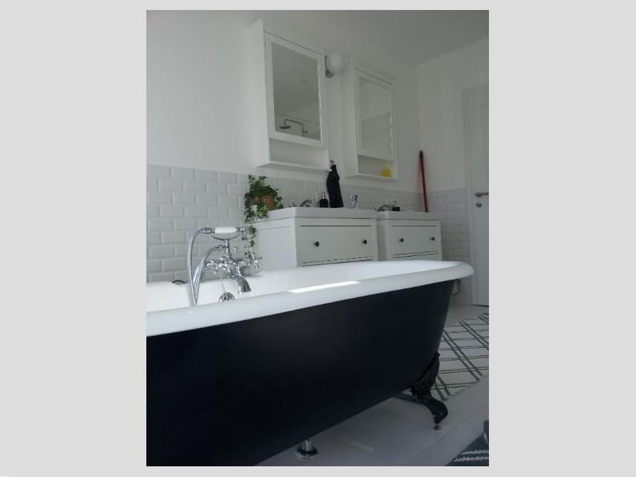 Badezimmer mit der freistehenden Nostalgie Badewanne Bradford