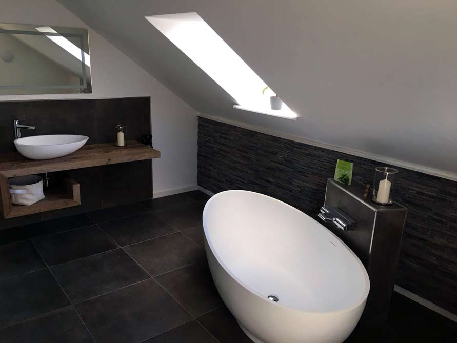 Badezimmer idee campione freistehenden badewanne for Badezimmer mit badewanne