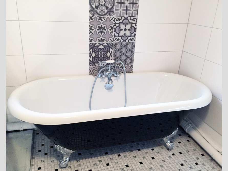 Badezimmer-Idee mit der freistehenden Badewanne Carlton Black