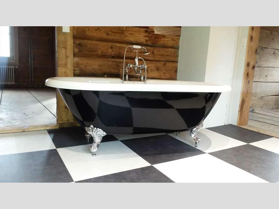 Badezimmer Idee mit der freistehenden Badewanne Carlton Black