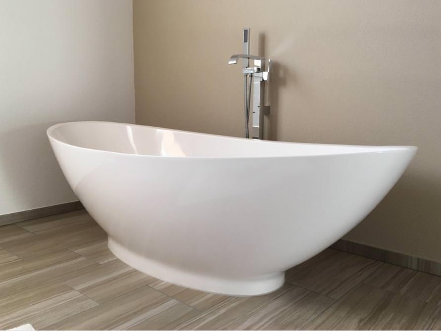 Badezimmer Idee mit der freistehenden Badewanne Como