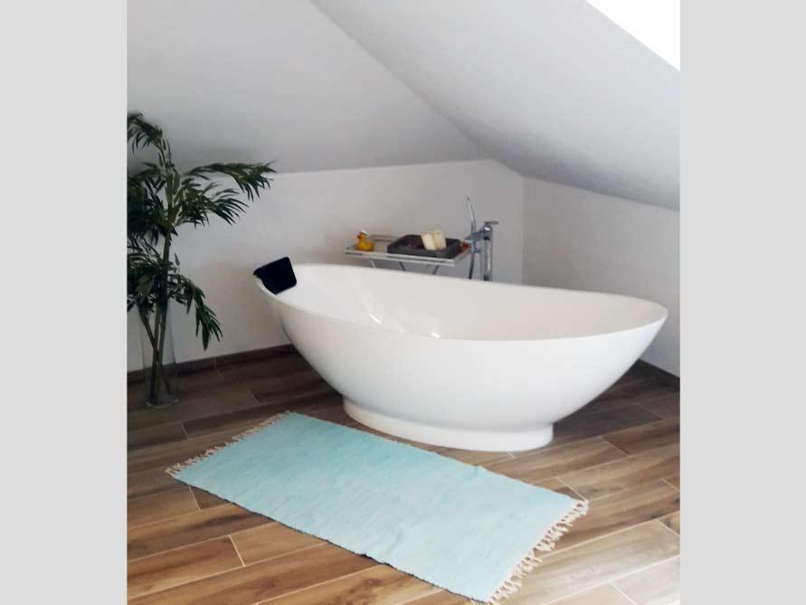 Badezimmer-Idee mit der freistehenden Badewanne Como