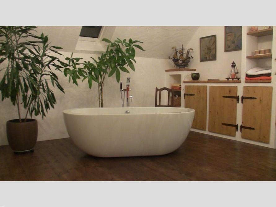 Badezimmer Idee mit der freistehenden Badewanne Gandia Grande