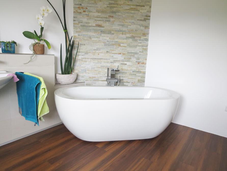 Badezimmer Idee mit der freistehenden Badewanne Gandia Medio