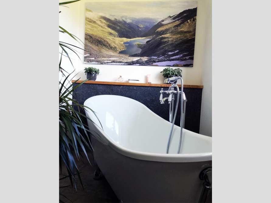 Badezimmer mit der freistehenden Nostalgie Badewanne Kingston 175