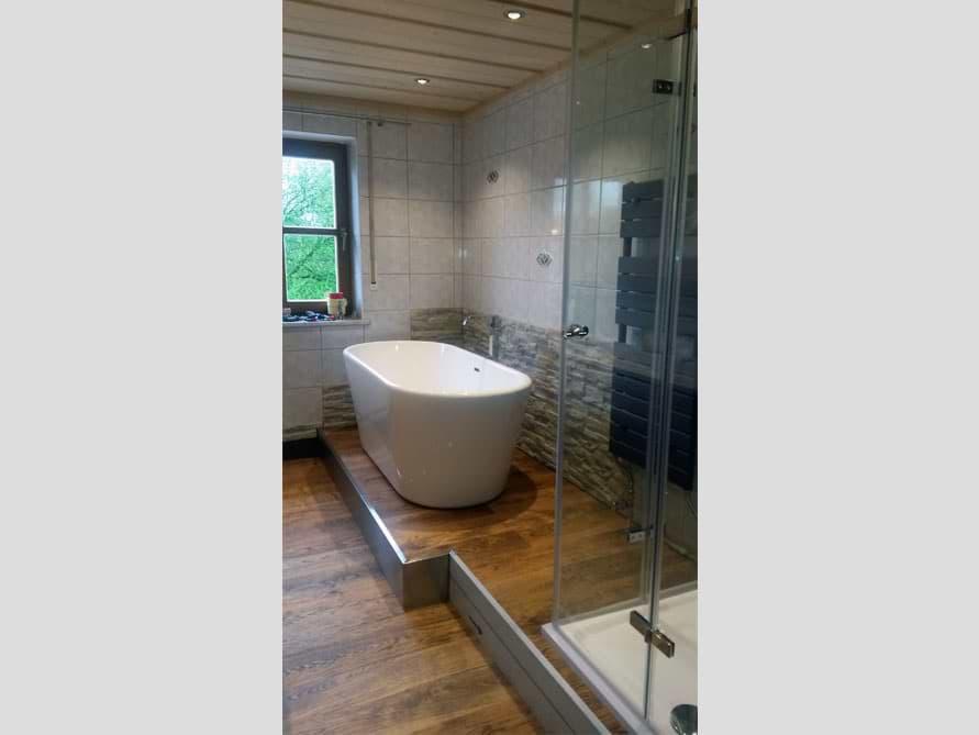 Badezimmer Idee mit der freistehenden Badewanne Madrid