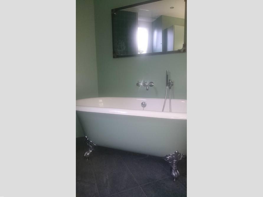 Badezimmer mit der freistehenden Nostalgie Badewanne Manchester