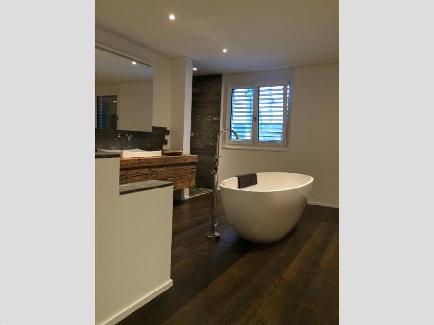 Badezimmer Idee mit der freistehenden Badewanne Piemont