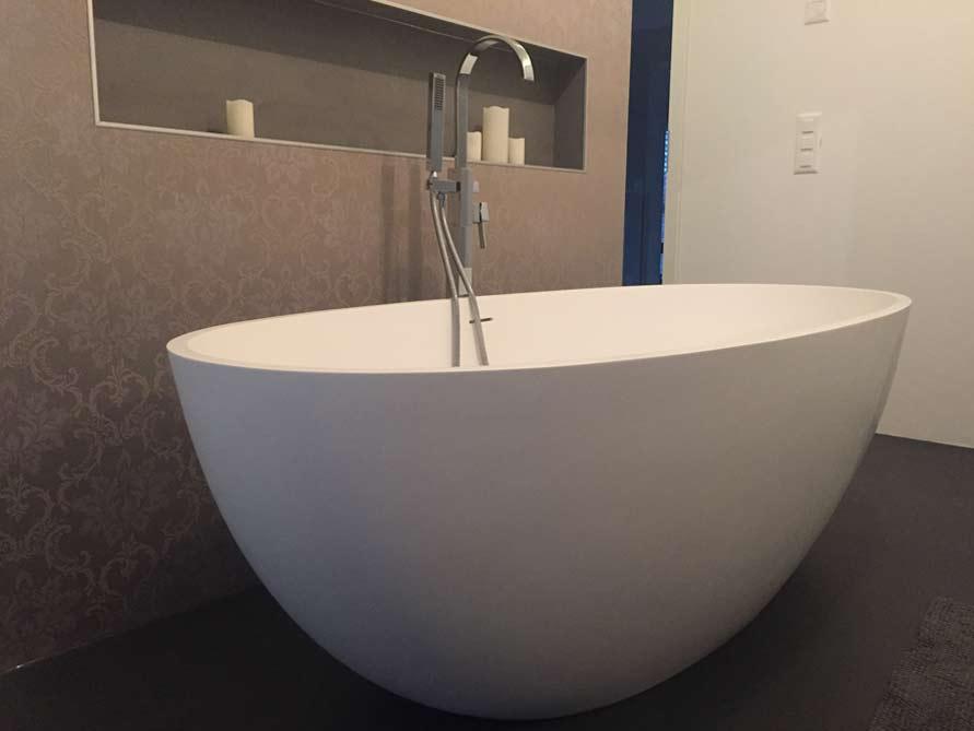 badezimmer idee piemont freistehenden badewanne armatur raumteilers. Black Bedroom Furniture Sets. Home Design Ideas
