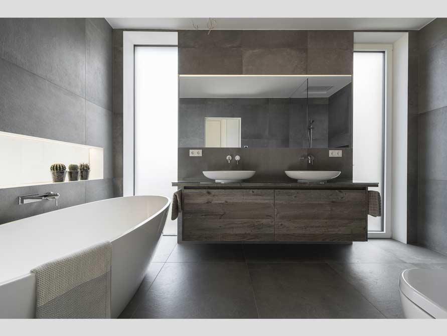 Badezimmer ideen mit freistehende badewanne piemont aus for Badezimmer mit badewanne