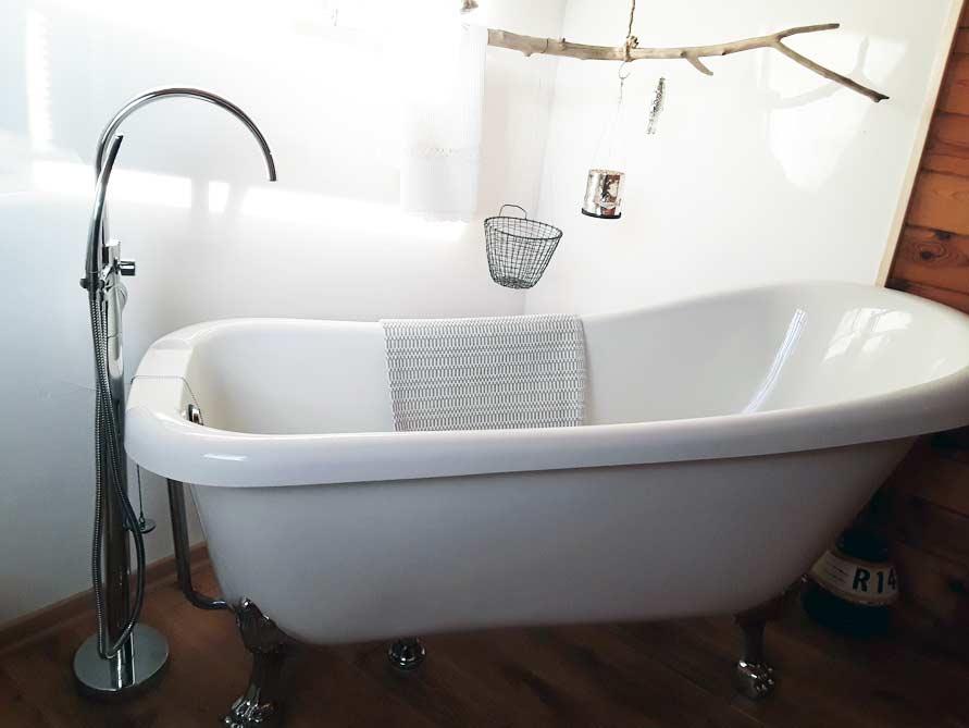Badezimmer mit der freistehenden Nostalgie Badewanne Portland