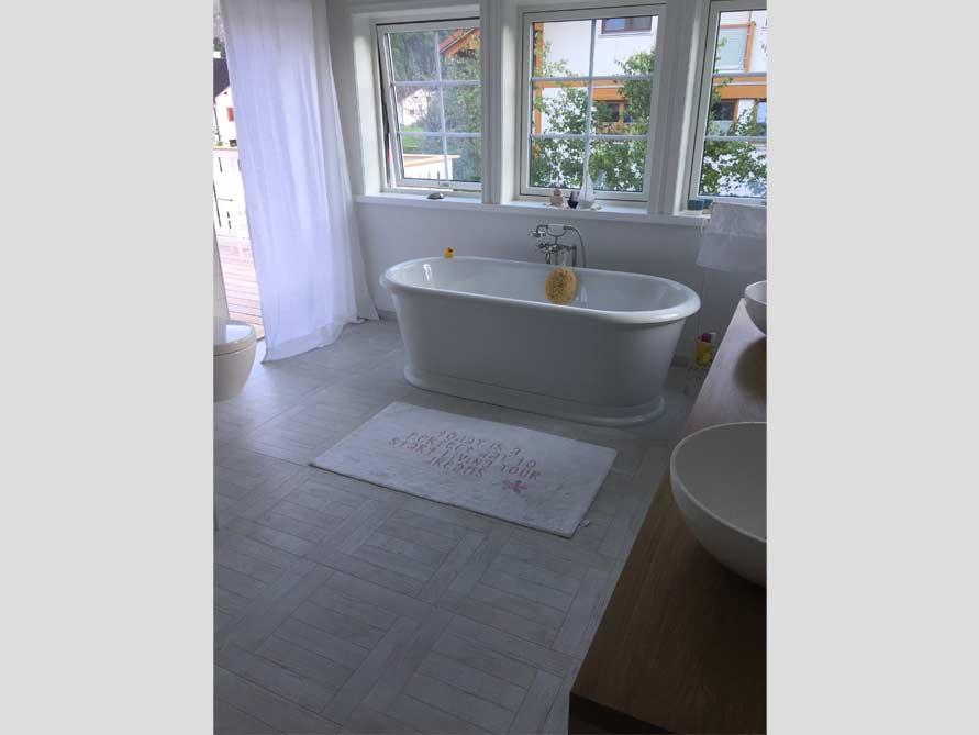 Badezimmer mit der freistehenden Nostalgie Badewanne York Tondo