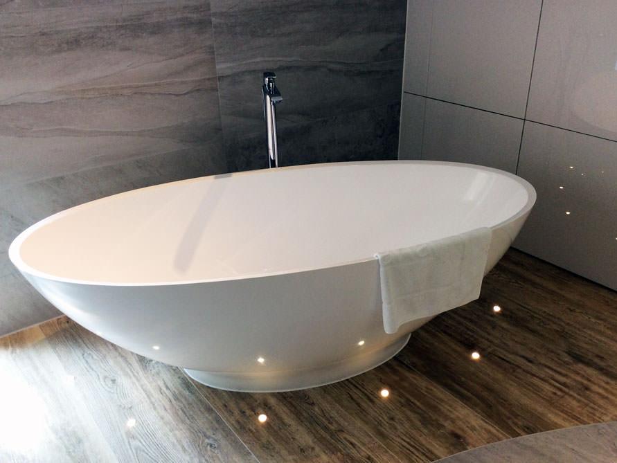 Freistehende Badewanne In Kleinem Bad | Die schönsten Einrichtungsideen