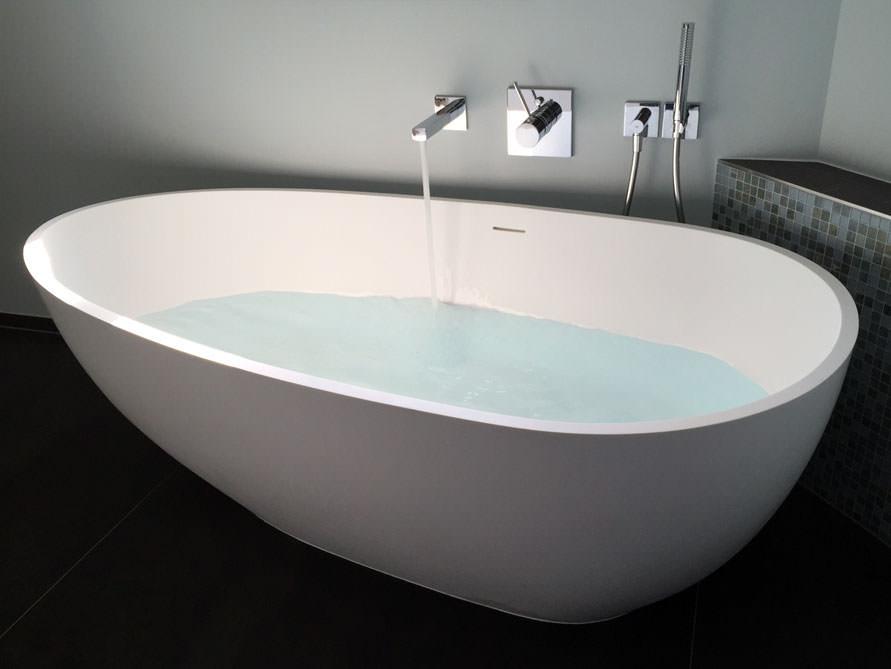 luino freistehende mineralguss badewanne weiss matt oder gl nzend 169 x 85 x 54 oval. Black Bedroom Furniture Sets. Home Design Ideas
